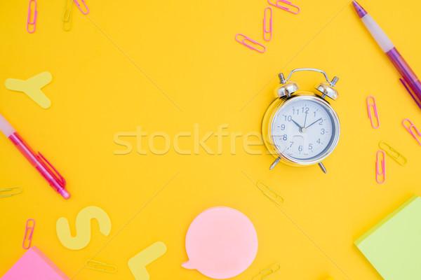 Zdjęcia stock: Powrót · do · szkoły · biuro · scena · mały · budzik · kopia · przestrzeń