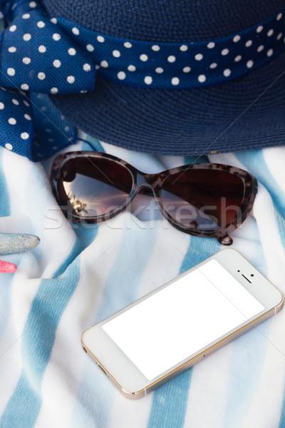 Teléfono toalla de playa sombrero gafas de sol naturaleza fondo Foto stock © neirfy
