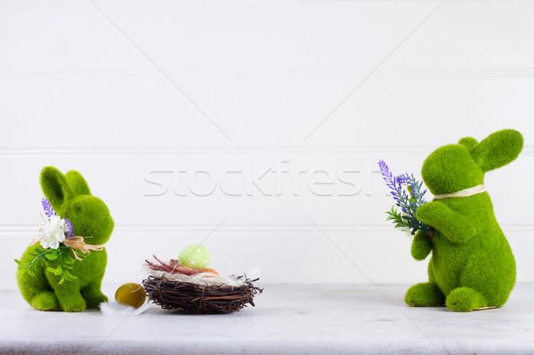 Pasen scène gekleurde eieren nest groene konijnen Stockfoto © neirfy