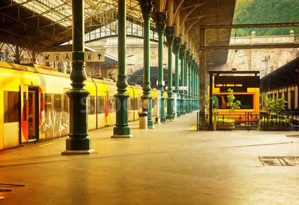 Foto stock: Estação · de · trem · Portugal · velho · retro · edifício · verde