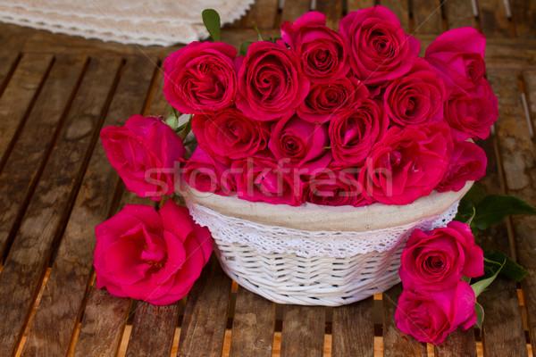 Leylak rengi güller sepet ahşap masa düğün doğa Stok fotoğraf © neirfy