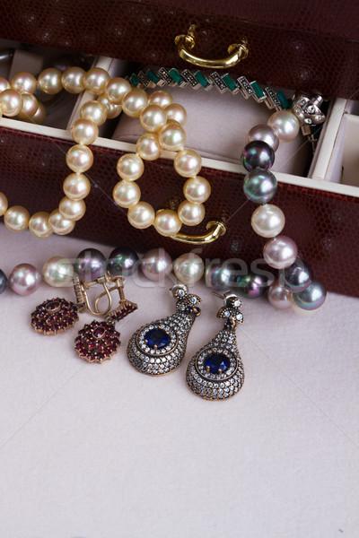 ékszerek doboz klasszikus gyöngyök kincs közelkép Stock fotó © neirfy