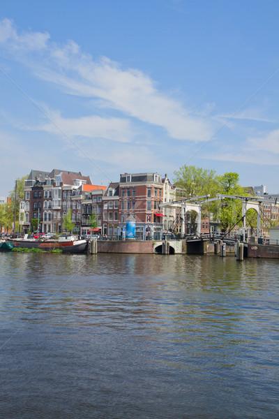 Folyópart Amszterdam Hollandia öreg házak folyó Stock fotó © neirfy