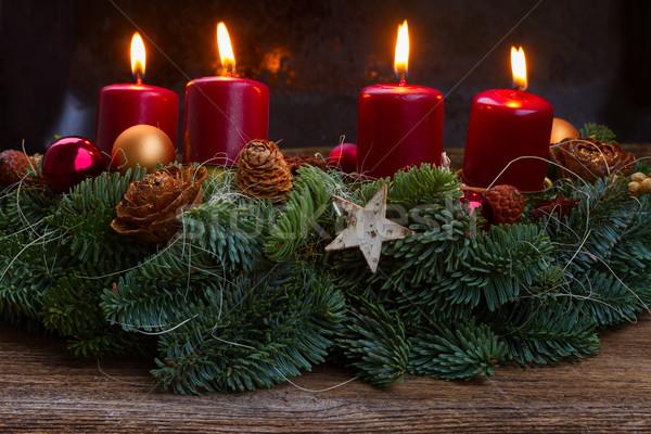Advento coroa ardente velas sempre-viva Foto stock © neirfy