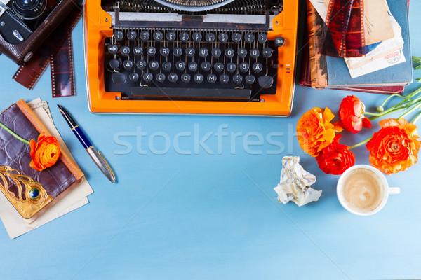 Çalışma alanı bağbozumu turuncu daktilo bo mavi Stok fotoğraf © neirfy