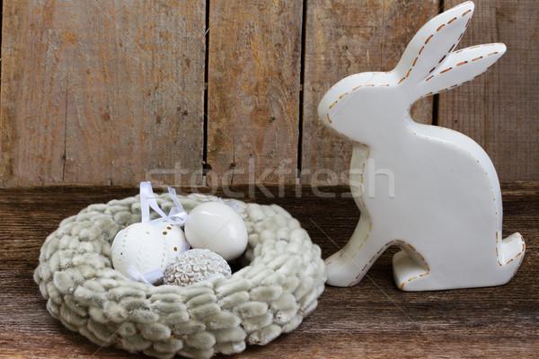 Lapin oeufs Pâques blanche nid bois Photo stock © neirfy
