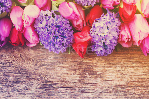 Kék jácint tulipánok keret fából készült retro Stock fotó © neirfy