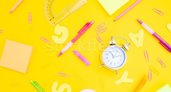 Zdjęcia stock: Powrót · do · szkoły · biuro · wzór · srebrny · budzik · żółty