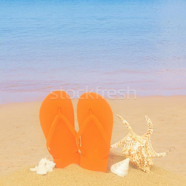 Narancs szandál kagylók homok tengerpart pár Stock fotó © neirfy