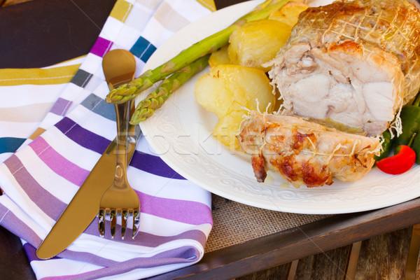 Foto stock: Vitela · servido · prato · faca · garfo · comida