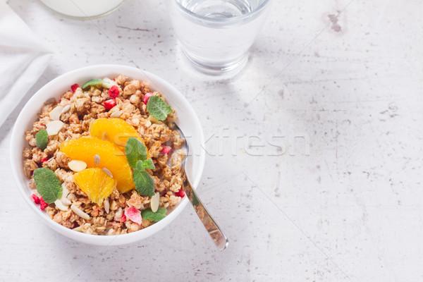 Sağlıklı kahvaltı granola plaka turuncu dilimleri Stok fotoğraf © neirfy