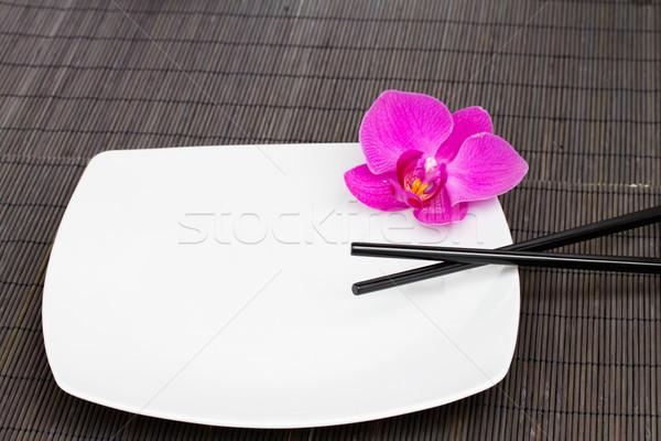 Boş plaka Çin yemek çubukları gıda mutfak Stok fotoğraf © neirfy