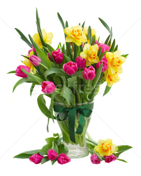 Foto Du0027archivio: Tulipani · Narcisi · Vaso · Rosa · Tulipano / Bunch Of  Pink Tulip Flowers And Yellow Daffodils In Glass Vase Isolated On White  Background