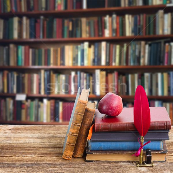 Scaffale legno antichi libri biblioteca texture Foto d'archivio © neirfy
