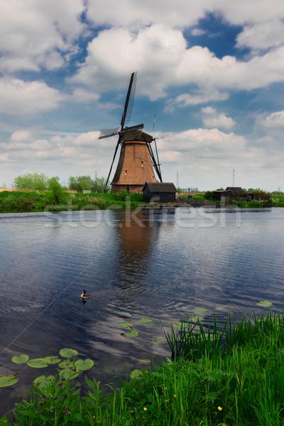 Holandés molino de viento canal río verano día Foto stock © neirfy