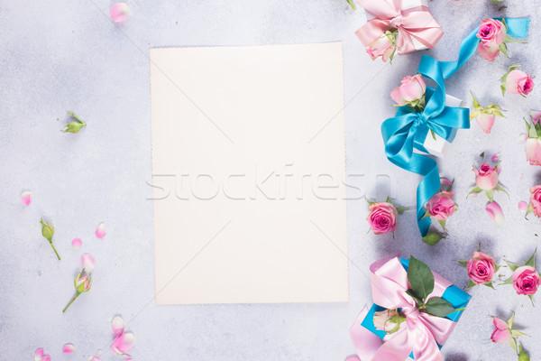 Ajándék doboz szatén íj virágok ajándékdobozok rózsaszín Stock fotó © neirfy