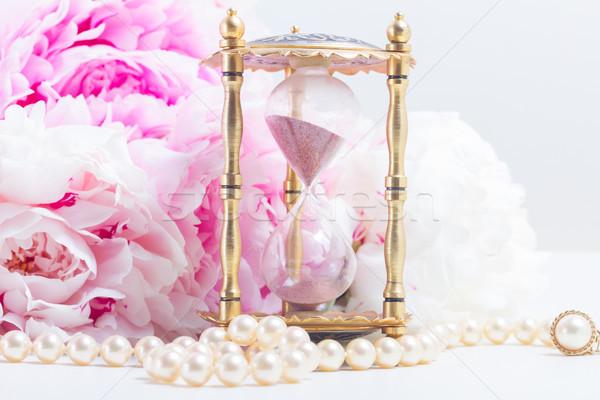 сущность Vintage Hour Glass жемчуга свежие цветы Сток-фото © neirfy