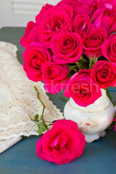 Leylak rengi güller buket mavi tablo Stok fotoğraf © neirfy