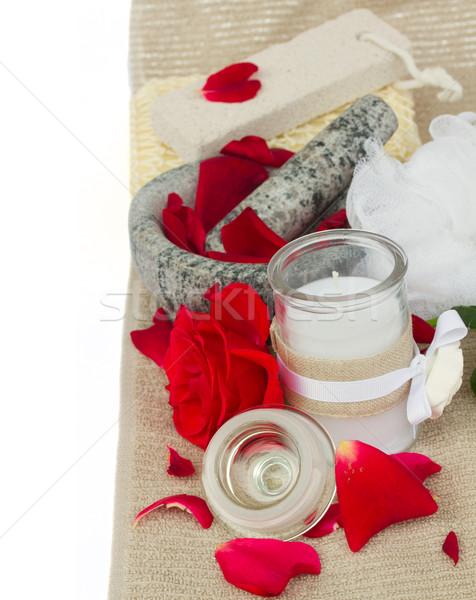 Fürdő beállítások friss rózsák fürdőkád kellékek Stock fotó © neirfy