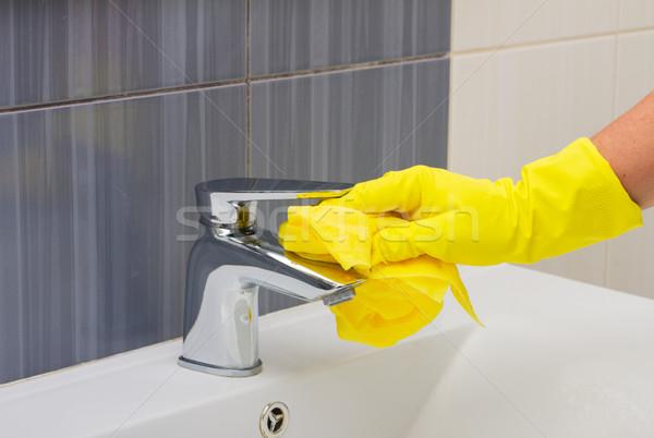 Pulizie di primavera lavaggio bagno mani giallo guanti Foto d'archivio © neirfy