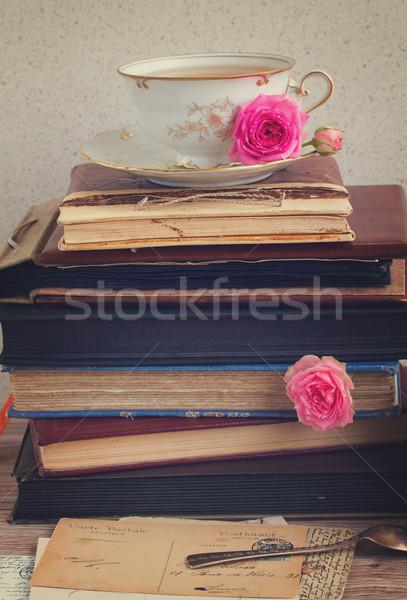 Libros taza té vintage antiguos aumentó Foto stock © neirfy