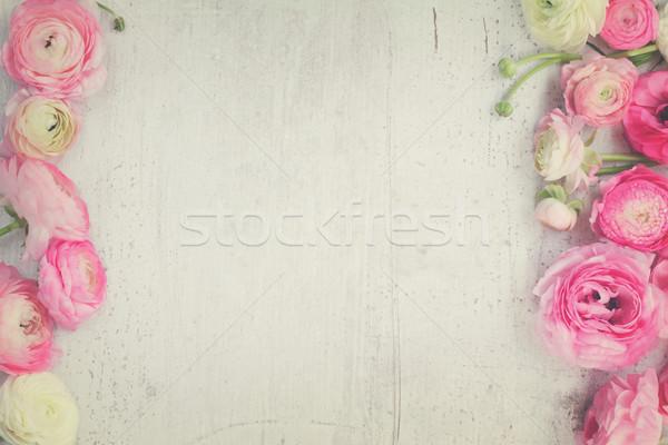 Roze witte bloemen houten scène retro Stockfoto © neirfy
