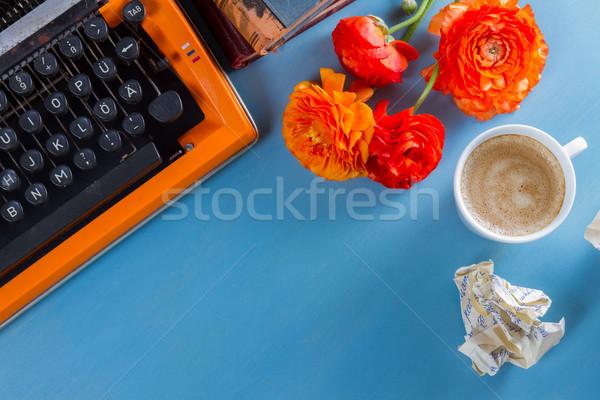 Vintage orange machine à écrire fleurs café Photo stock © neirfy