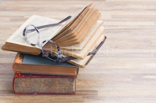 Foto stock: Livros · óculos · abrir · um · cópia · espaço