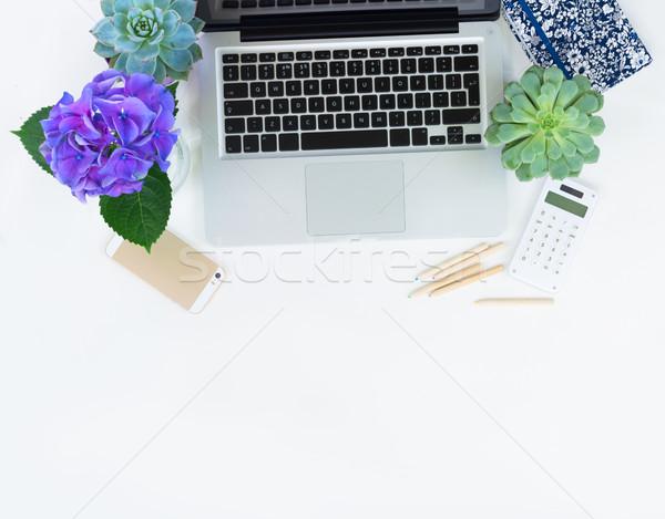 Foto d'archivio: Desktop · scena · moderno · tastiera · del · computer · portatile · telefono · bianco