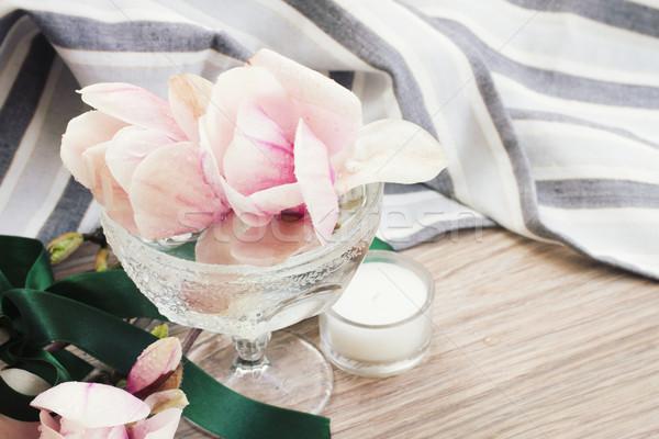Manolya çiçekler taze vazo ahşap masa sevmek Stok fotoğraf © neirfy