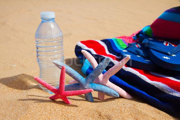 Toalla de playa botella agua playa de arena fresco moda Foto stock © neirfy