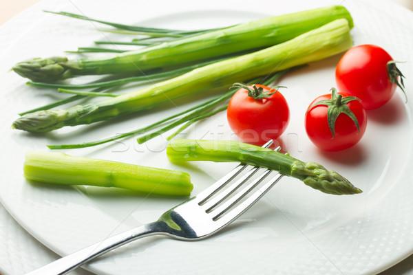 Spargel Tomaten grünen rot weiß Platte Stock foto © neirfy