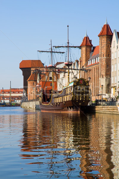 Città vecchia danzica fiume acqua blu barca Foto d'archivio © neirfy