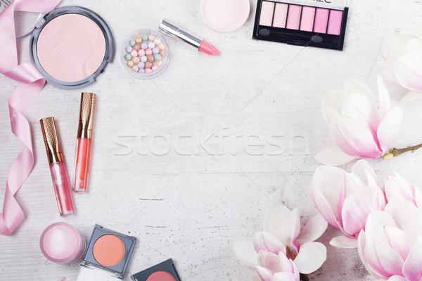 Smink szépségipari termékek profi keret fehér virágok Stock fotó © neirfy