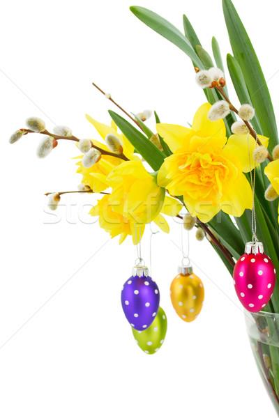 Nárcisz virágok húsvéti tojások virágcsokor tojások izolált Stock fotó © neirfy