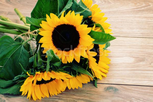 Stockfoto: Vers · boeket · zonnebloemen · houten · tafel · zon