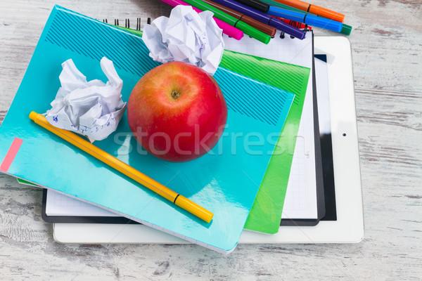 яблоко школьные принадлежности белый деревянный стол Top мнение Сток-фото © neirfy