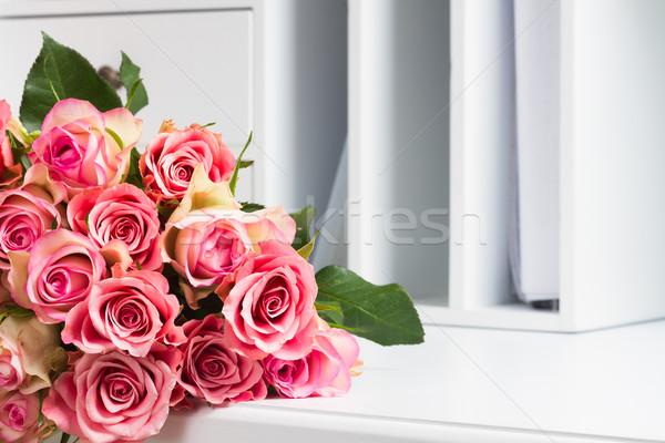 Foto d'archivio: Rosa · fioritura · rose · legno · fresche