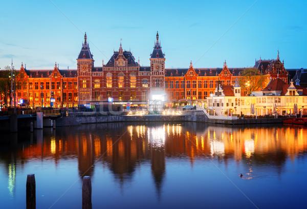 Stadsgezicht Amsterdam nacht centraal treinstation oude binnenstad Stockfoto © neirfy