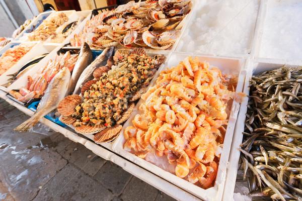 Venetian peşte piaţă complet vânzare fundal Imagine de stoc © neirfy