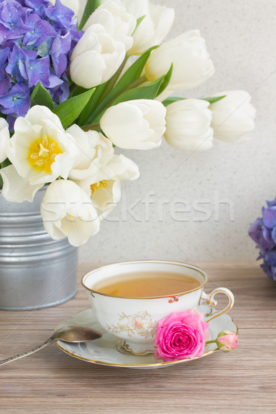 Antique tasse thé tulipes blanche fleurs Photo stock © neirfy