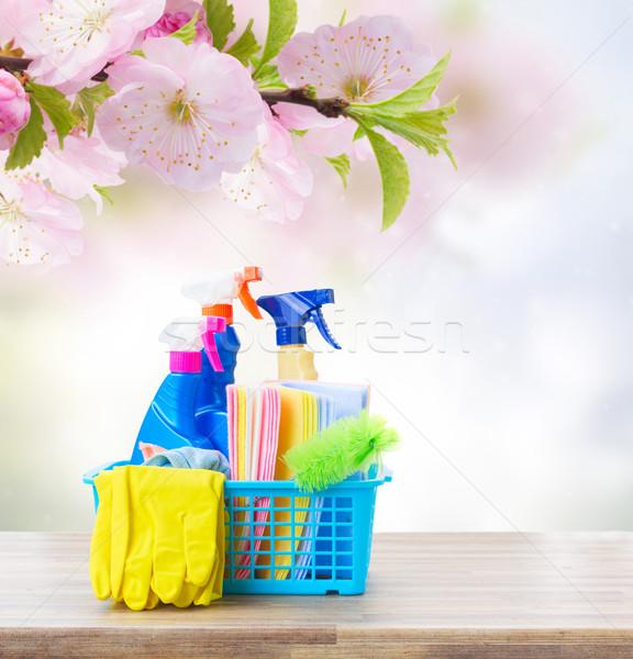 Pulizie di primavera colorato tavolo in legno primavera ufficio acqua Foto d'archivio © neirfy