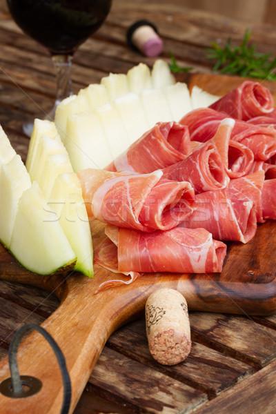 Spanyol tapas szeletek disznóhús dinnye bor Stock fotó © neirfy