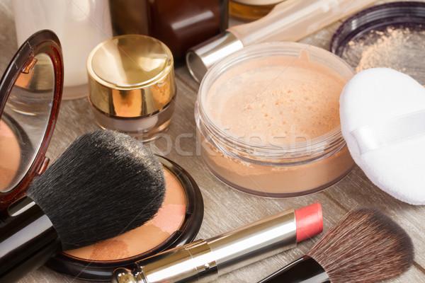 Básico make-up produtos tabela pó Foto stock © neirfy
