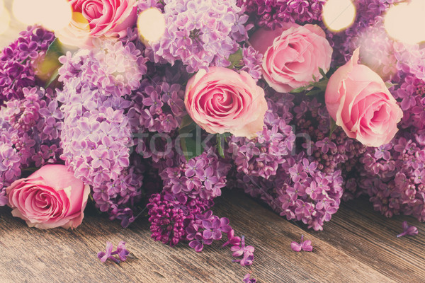 Fleurs roses pourpre rose table en bois Photo stock © neirfy