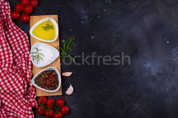 Alimentaire épices huile d'olive ail tomates noir Photo stock © neirfy