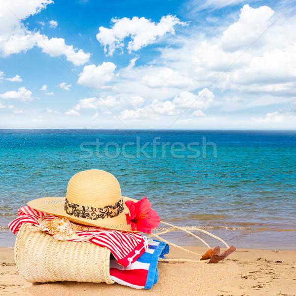 Сток-фото: солнечные · ванны · соломы · сумку · пляж