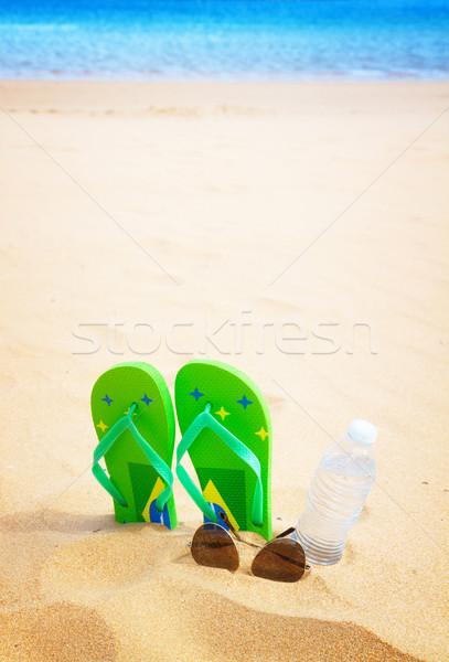 ストックフォト: 緑 · サンダル · 砂浜 · ボトル · 水 · 眼鏡