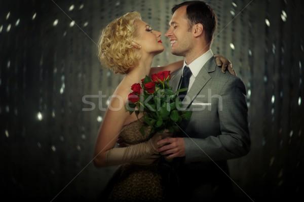 Gelukkig paar rode rozen bloemen liefde mode Stockfoto © Nejron