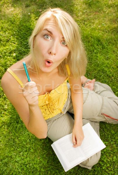 Vicces széles látószögű portré fiatal nő olvas könyv Stock fotó © Nejron